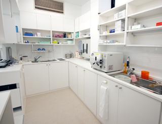 消毒・滅菌室(歯科医院の裏方)